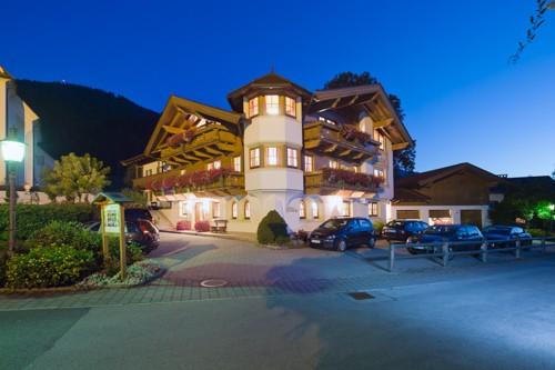 Gästehaus Brantlhof in der Nacht, Außenaufnahme