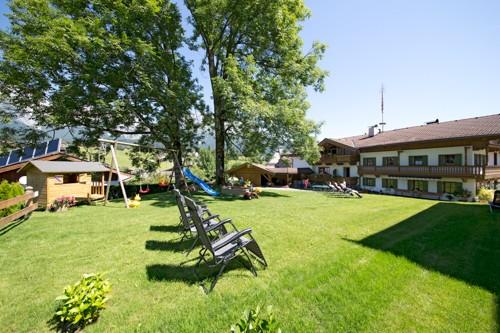 Garten Brantlhof, Wiese mit Kaiserblick und Liegen