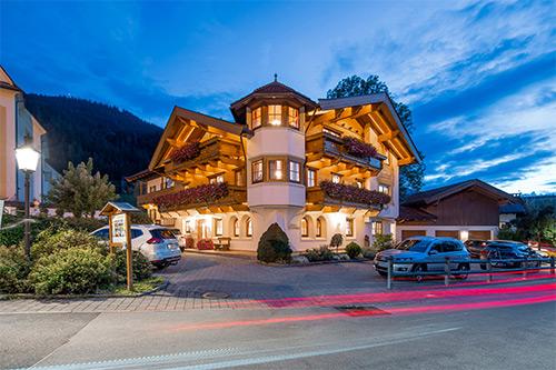 Ferienwohnungen Going am Wilden Kaiser Brantlhof in Going bei Nacht
